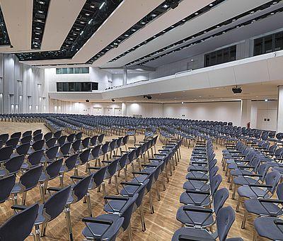 Die OsnabrückHalle: Osnabrücks modernes Kongresszentrum mitten in der Innenstadt. Der Europasaal ist der größte Saal und bietet Platz für 1.760 Gäste.